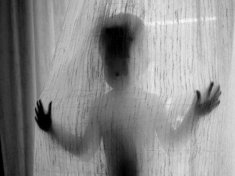 diez-juego-fobia-infancia2-Juli-Garcia-Balague-jugando-al-escondite.jpg
